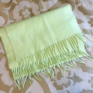NWOT-Stunning 100% Cashmere Scarf🧣